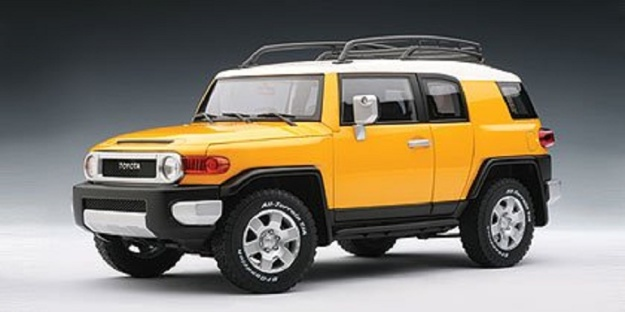 Toyota FJ Cruiser Yellow 1:18 Autoart Diecast Model Car
