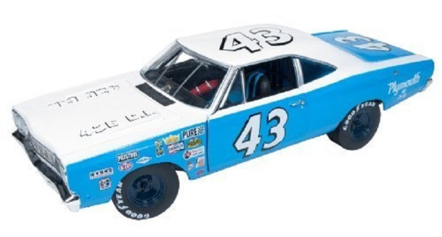 1968 Plymouth Road Runner Richard Petty #43 1/18 by Autoworld