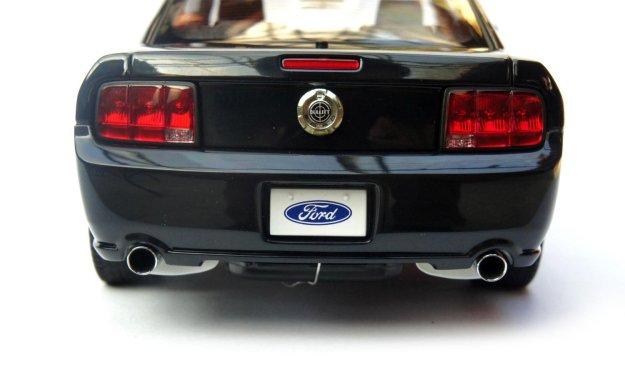 2008 Ford Mustang GT Bullitt Black 1:18 Diecast Car by AUTOart