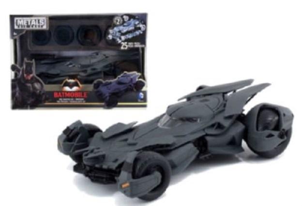 Jada Metals Batman vs Superman Batmobile Model Kit Diecast Cars